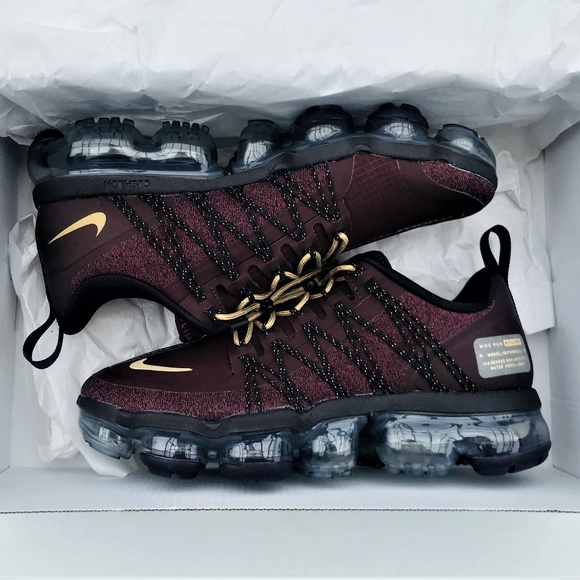 sale retailer 953f5 1864f Nike Air Vapormax Run Utility Burgundy Crush Gold NWT